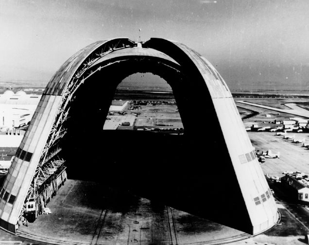 photo_ames_moffett_blimp_hanger